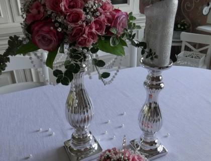 Bougeoir argent avec des roses rose